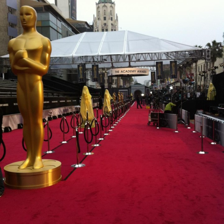 Golden Globes Empty Red Carpet additionally Cheeky Sarah Silverman Packs PDA Boyfriend Michael Sheen Joke Oscars Red Carpet besides The Oscars Red Carpet Highlights in addition 20160229 as well Fashionfaux J Lo. on oscar academy awards live free