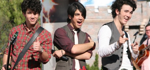 'Jonas Brothers Disneyland Disney Parks Christmas Day Parade Taping' from the web at 'http://disneyexaminer.com/wp-content/uploads/2013/09/jonas-brothers-disneyland-disney-parks-christmas-day-parade-taping-520x245.jpg'