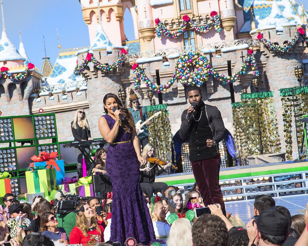 Disney Christmas Parade 2013 'disney parks christmas day