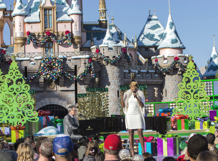 Abc Network Disney Parks Christmas Day Parade Taping At Disneyland 2013 Mary J Blige David Foster
