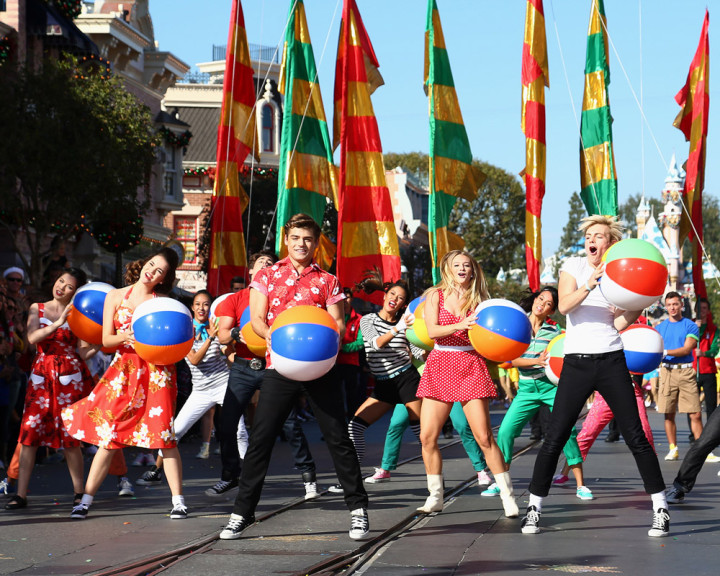 Abc Network Disney Parks Christmas Day Parade Taping At Disneyland 2013 Teen Beach Movie Cast