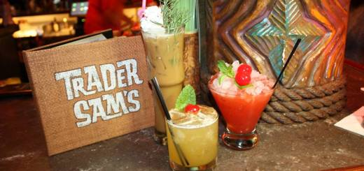 Disneyland Hotel Trader Sams Enchanted Tiki Bar Holiday Drinks Holiday Drink Trio Disneyexaminer